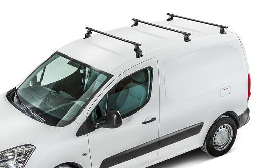Utilitaire avec 3 barres de toit
